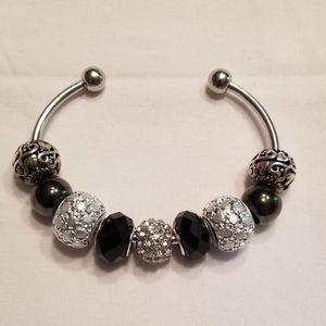 🎉HP!! 🖤 Classy black and white bangle bracelet